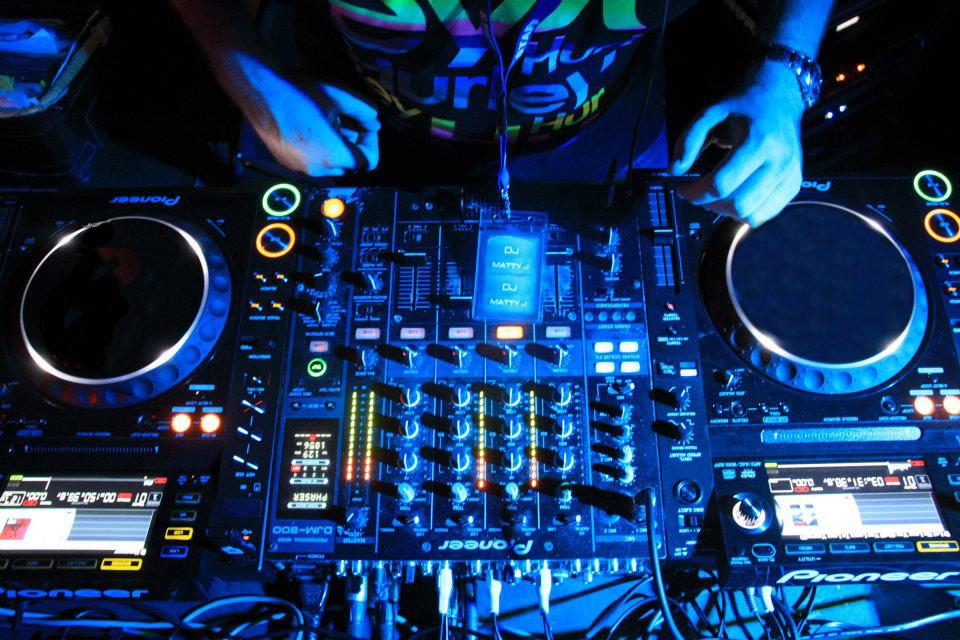DJ-Matty-J-Decks-Pic